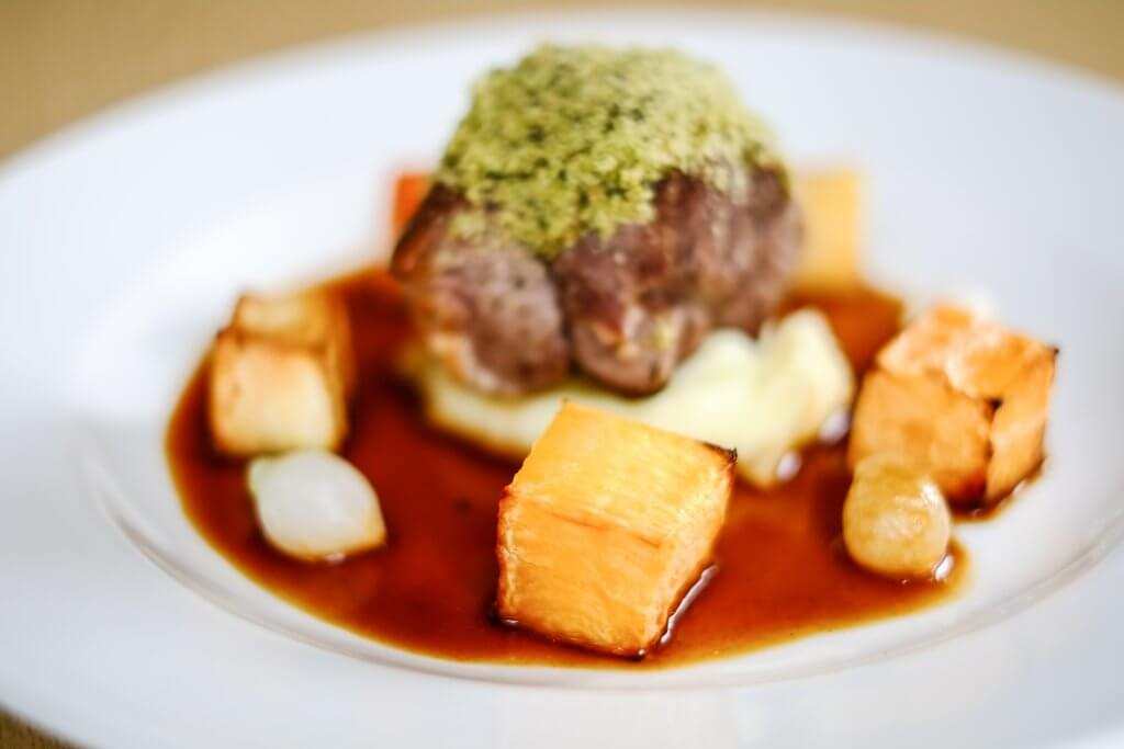 Steak and cubed potatoes - Carringtons catering