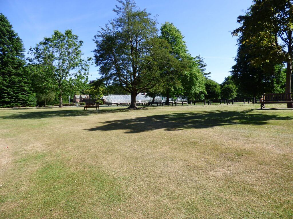 Walton Hall Formal Gardens looking lovely in the sunshine