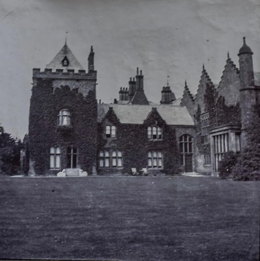 A side view of Walton Hall and Gardens before it became a public park. Heritage of Walton Hall and Gardens.